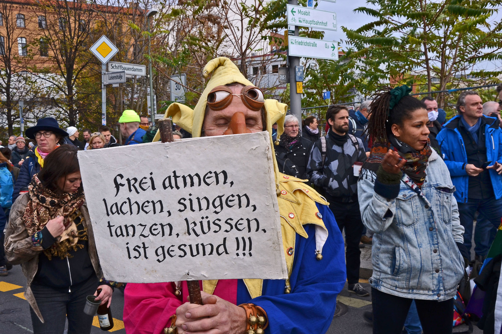 Bunter Protest am 18. November 2020 in Berlin